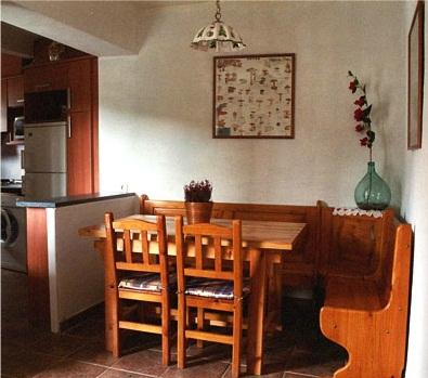 Casa rural en fanlo for Banco rinconera comedor